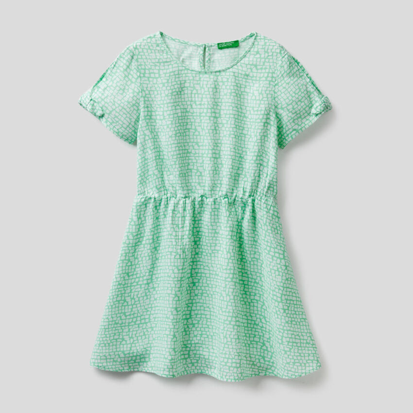 Fließendes Kleid mit Muster