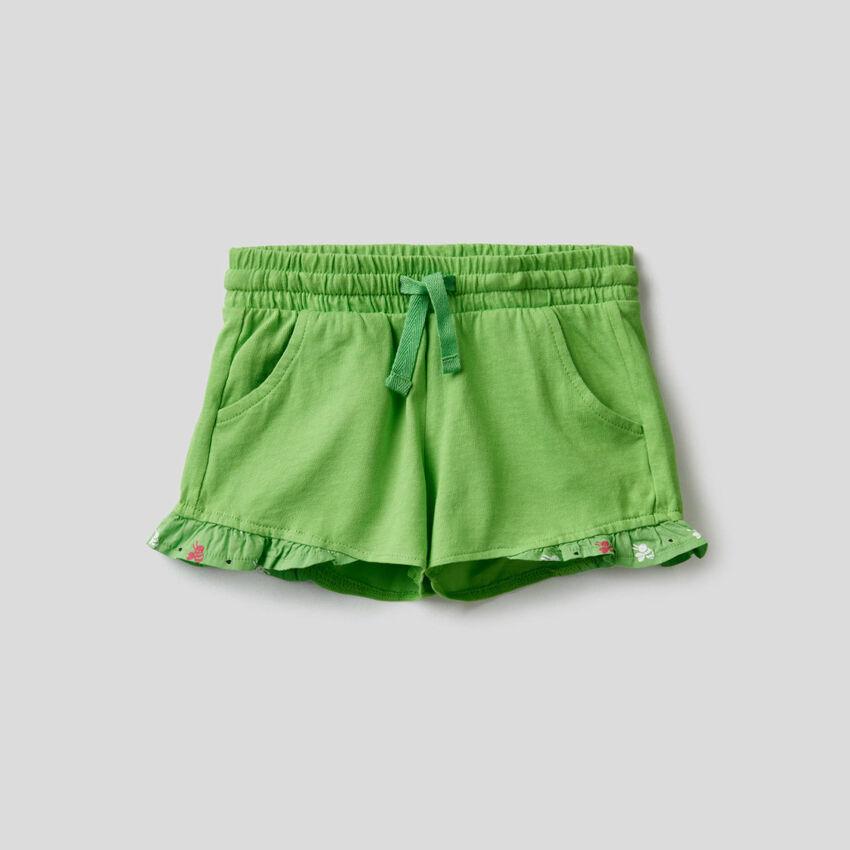 Shorts aus 100% Baumwolle mit Rüsche