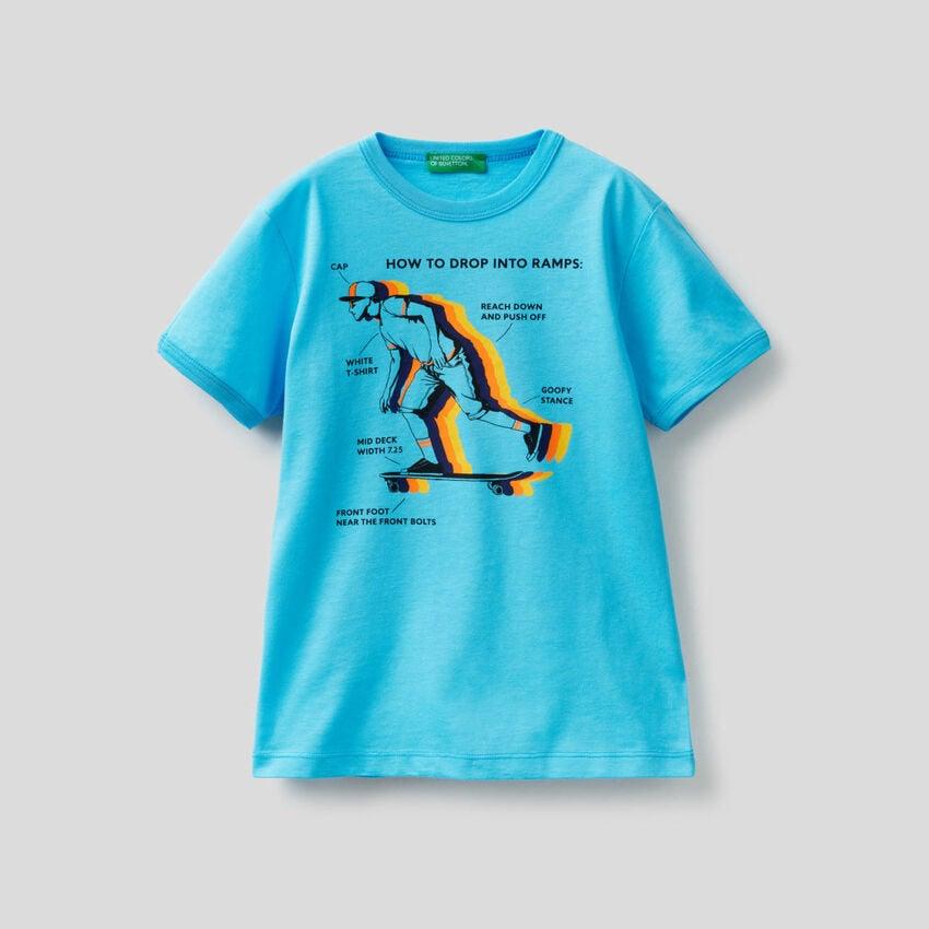 T-Shirt mit Maxi-Print Skateboard