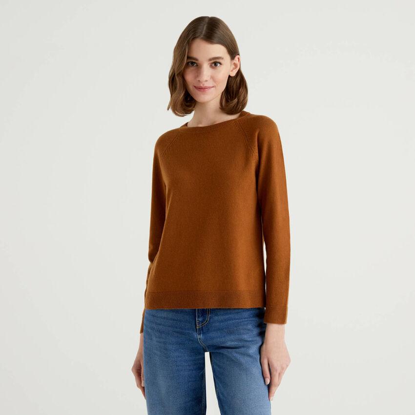 Brauner Pullover mit Rundausschnitt in einer Mischung aus Wolle und Cashmere