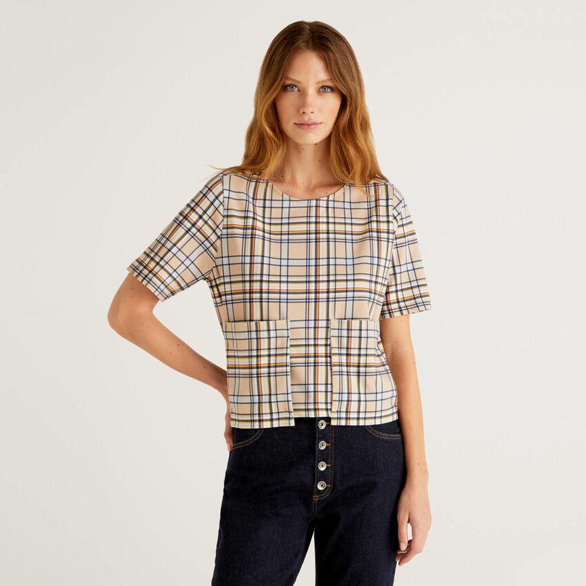 T-Shirt mit Muster und Maxi-Tasche