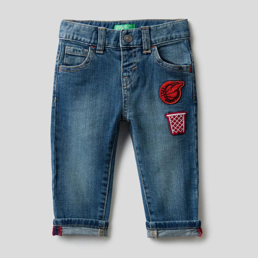 Five-Pocket-Jeans mit Aufnäher