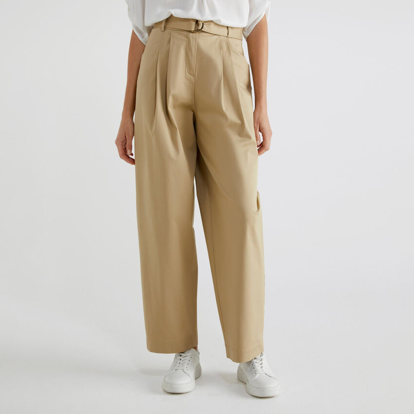Hose mit hoher Taille