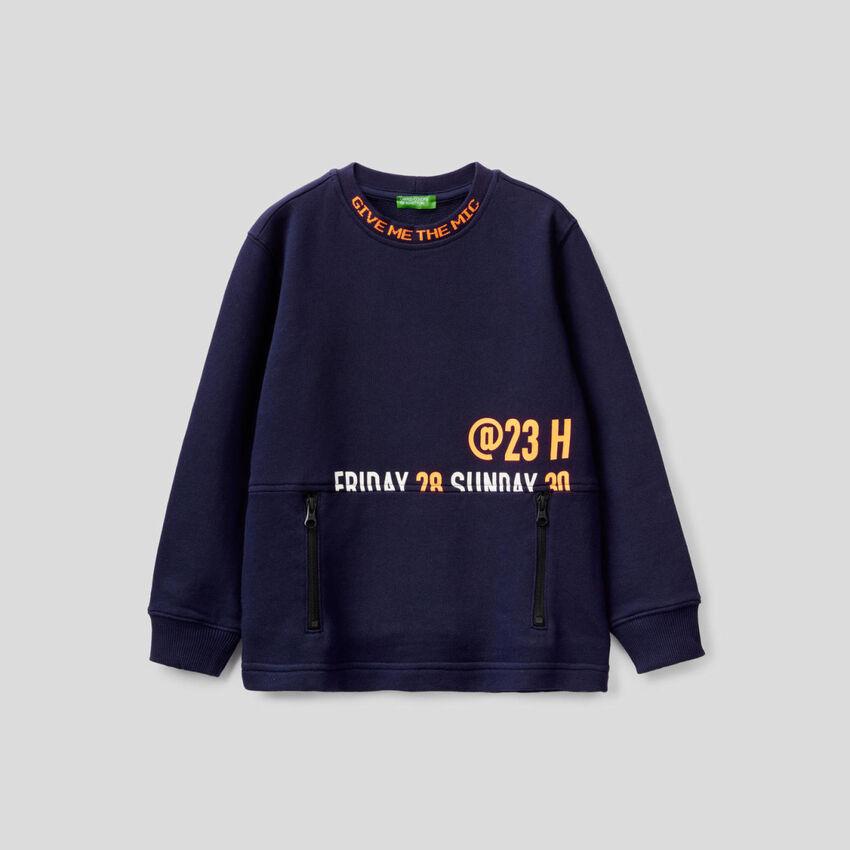 Sweatshirt aus 100% Baumwolle samt Tasche mit Reißverschluss