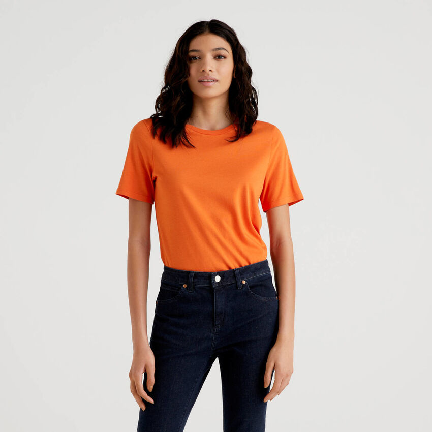 Einfarbiges T-Shirt mit Rundausschnitt