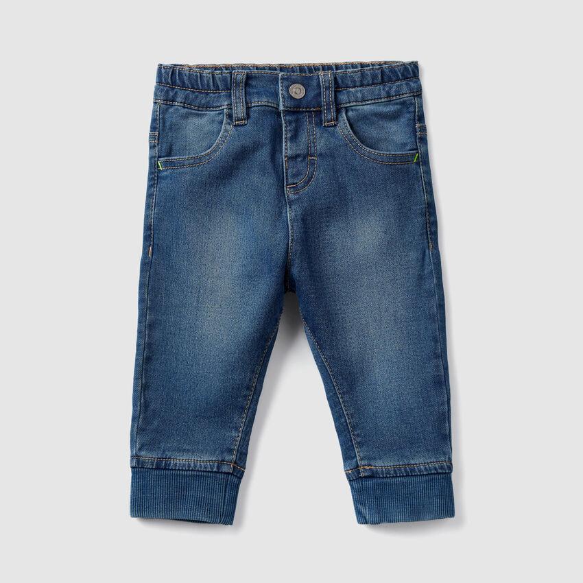 Jeans mit gerippten Bündchen