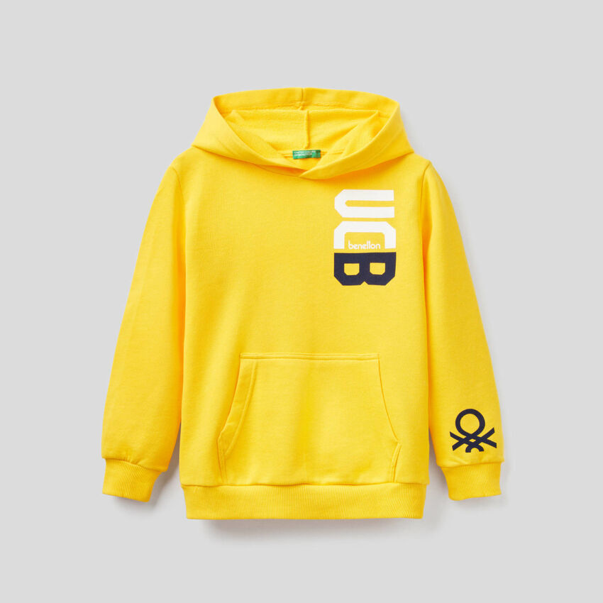 Gelbes Sweatshirt mit Kapuze