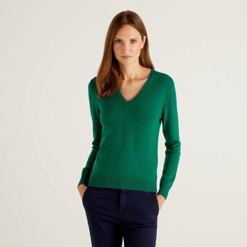 Dunkelgrüner Pullover aus reiner Schurwolle mit V-Ausschnitt