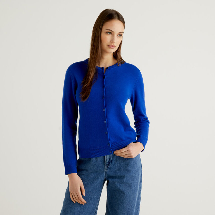 Bluettefarbene Strickjacke aus reiner Schurwolle mit Rundausschnitt