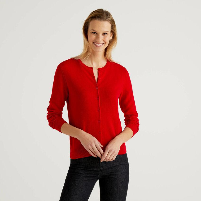 Rote Strickjacke aus reiner Schurwolle mit Rundausschnitt