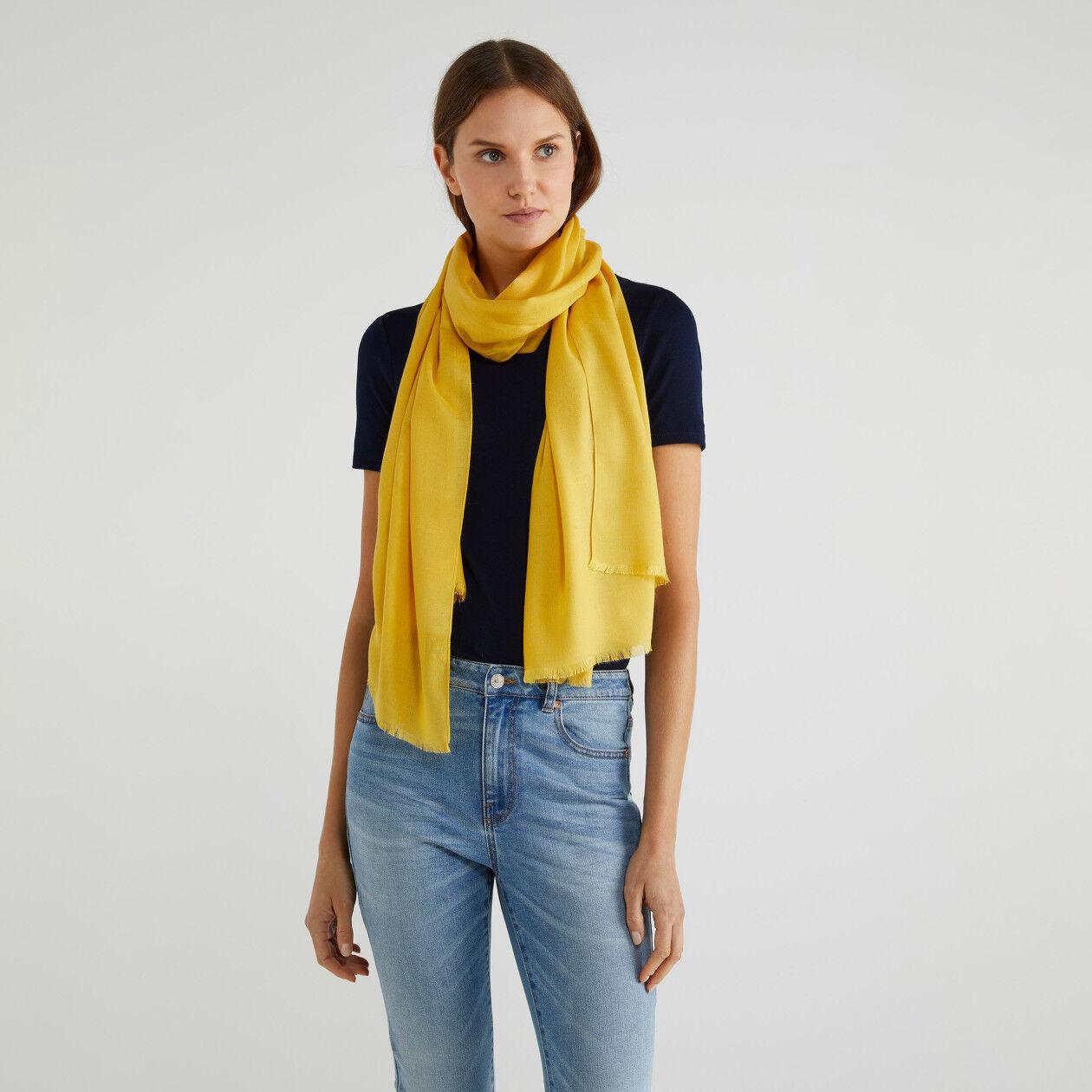 Schal aus Viskose und Wolle