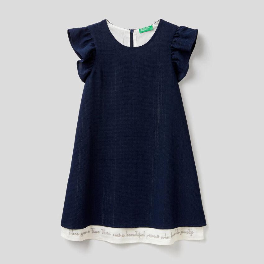 Elegantes Kleid mit Flügelärmeln
