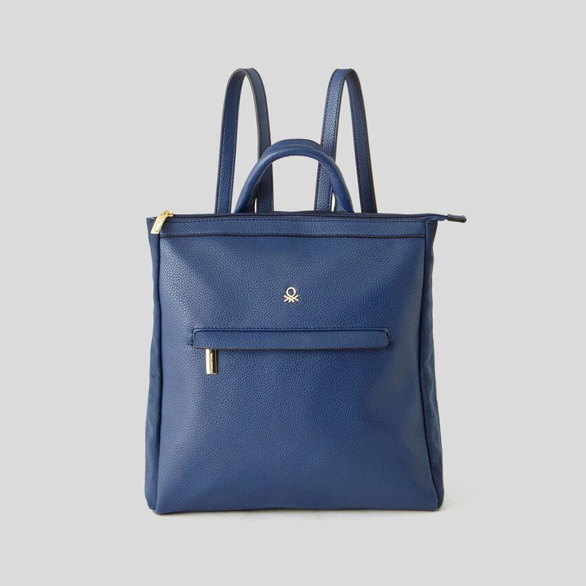 Rucksack mit kleiner Tasche