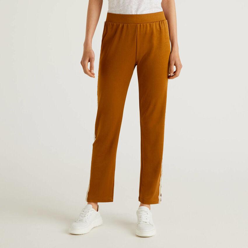 Hose mit Band in Kontrastfarbe