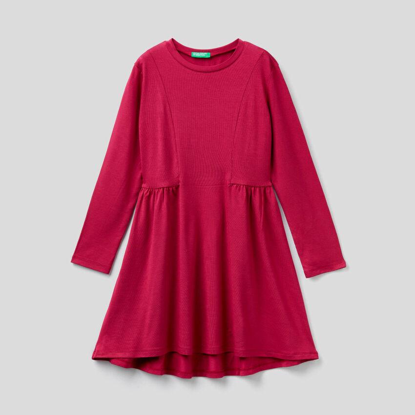 Einfarbiges Kleid mit langen Ärmeln
