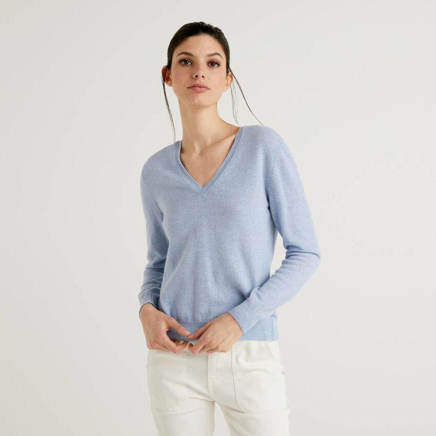 Himmelblauer Pullover aus reiner Schurwolle mit V-Ausschnitt