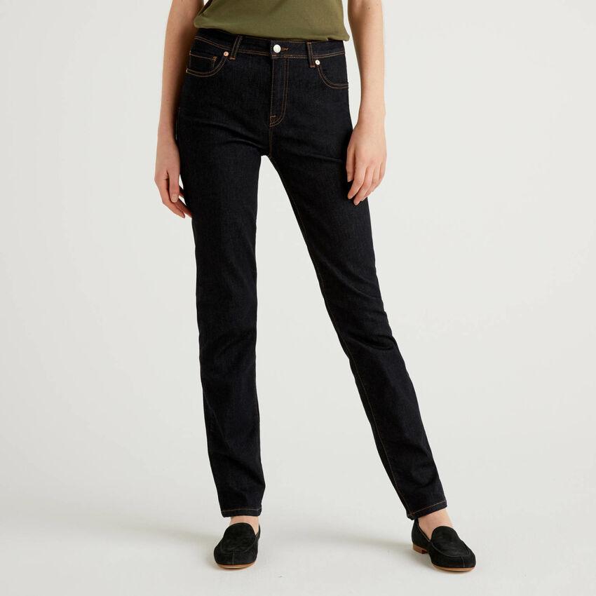 Jeans aus stretchigem Denim mit geradem Bein