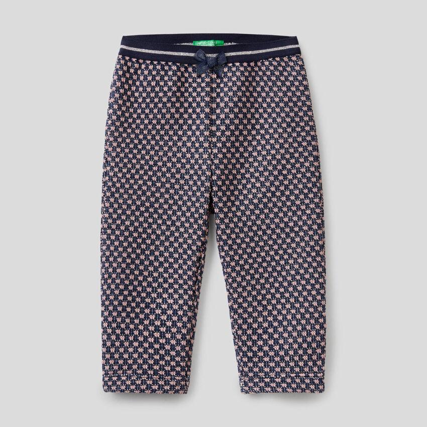 Hose mit zweifarbigem geometrischen Muster