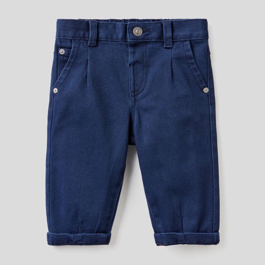 Slouchy-Jeans aus stretchiger Baumwolle