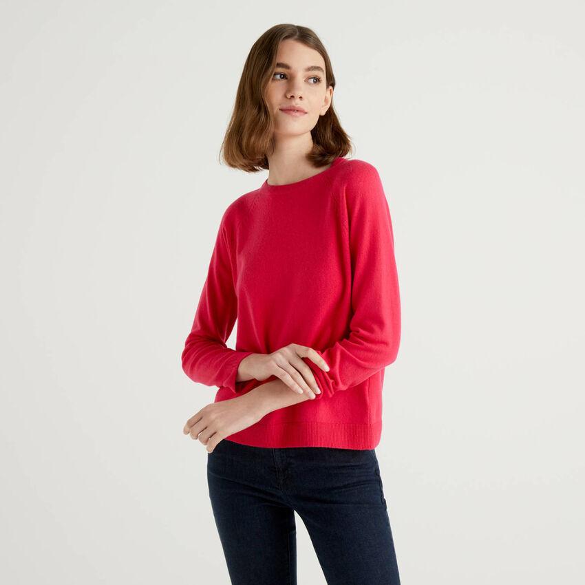 Fuchsiafarbener Pullover mit Rundausschnitt in einer Mischung aus Wolle und Cashmere