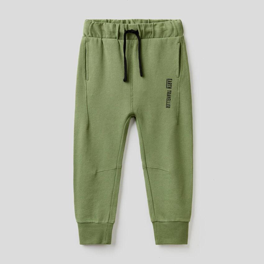 Hose in Militärgrün aus Sweatstoff in 100% Baumwolle