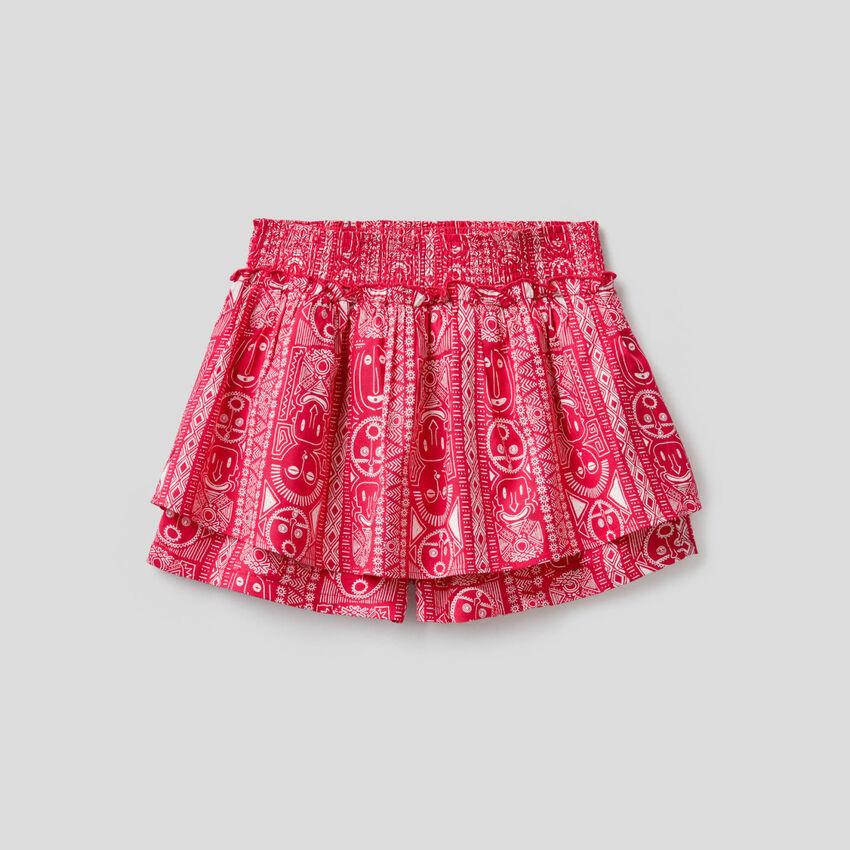 Gemusterte Shorts mit Maxi-Rüsche