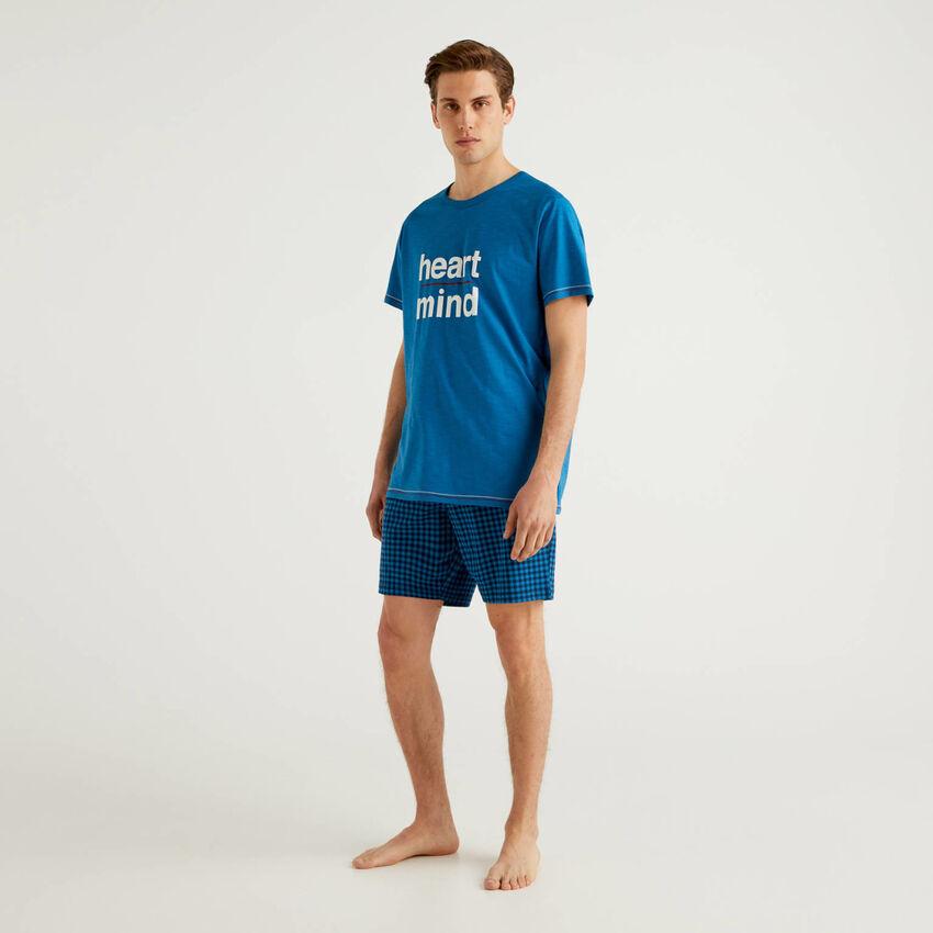 Pyjama bestehend aus T-Shirt und Bermuda