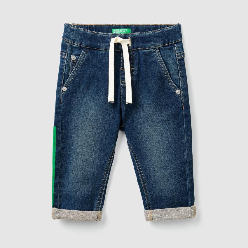 Stretchige Jeans mit Tunnelzug