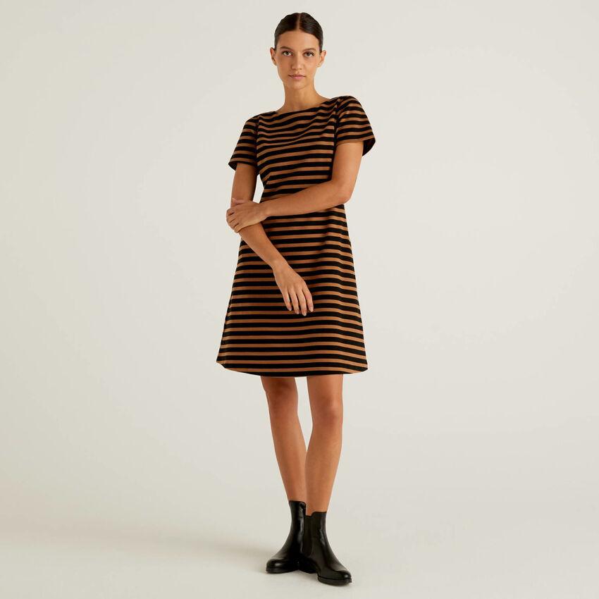 Kleid in einer stretchigen Baumwollmischung