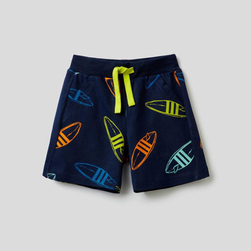 Bedruckte Shorts aus 100% Baumwolle