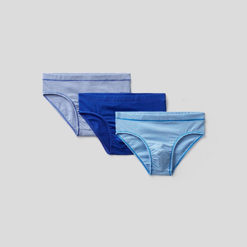 Drei Slips aus elastischer Baumwolle