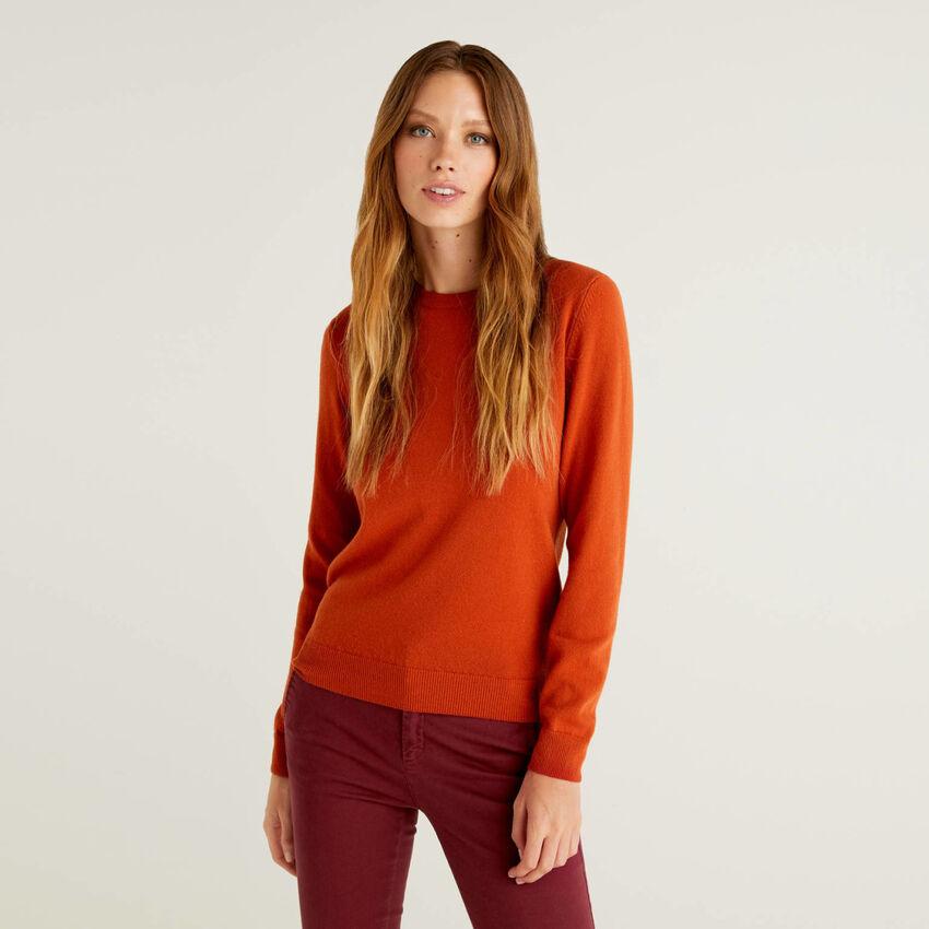 Pullover aus reiner Schurwolle in Ziegelrot mit Rundausschnitt