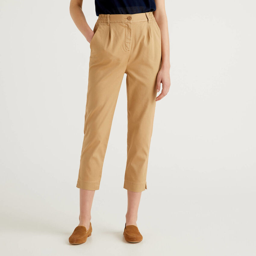 Einfarbige Hose aus stretchiger Baumwolle