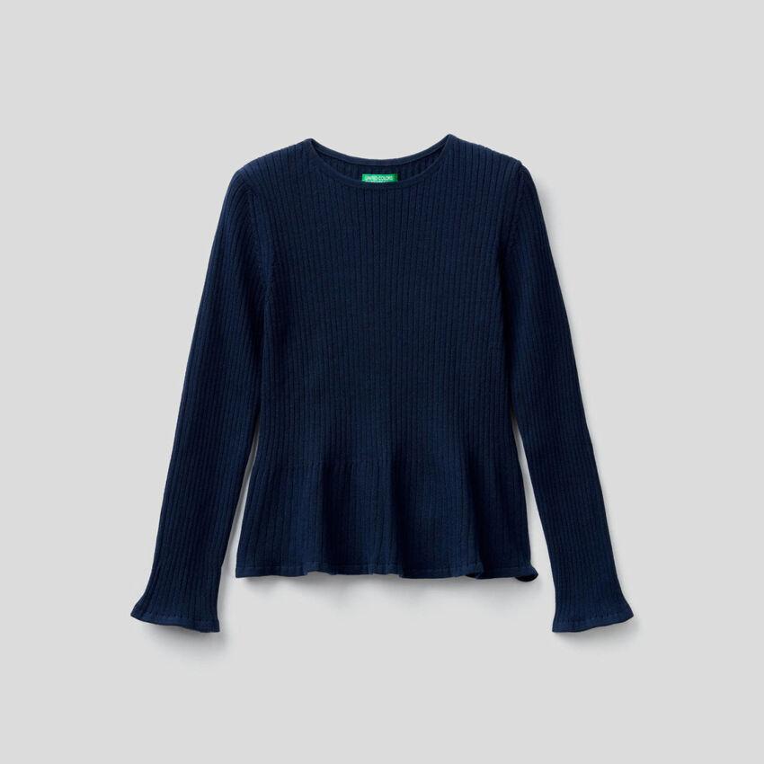 Gerippter Pullover mit ausgestelltem Saum unten