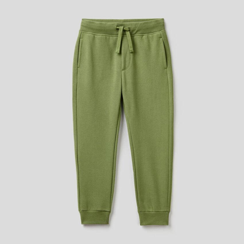 Militärgrüne Slim-Fit-Hose aus Sweatstoff