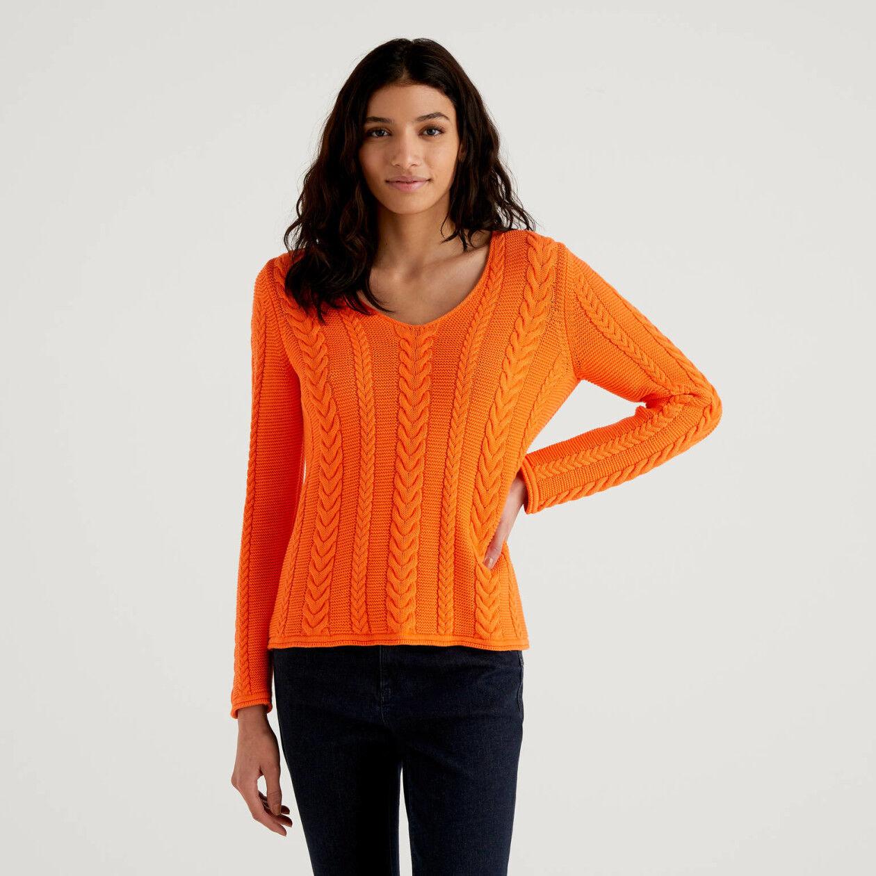 Pullover mit V-Ausschnitt und Flechtmuster