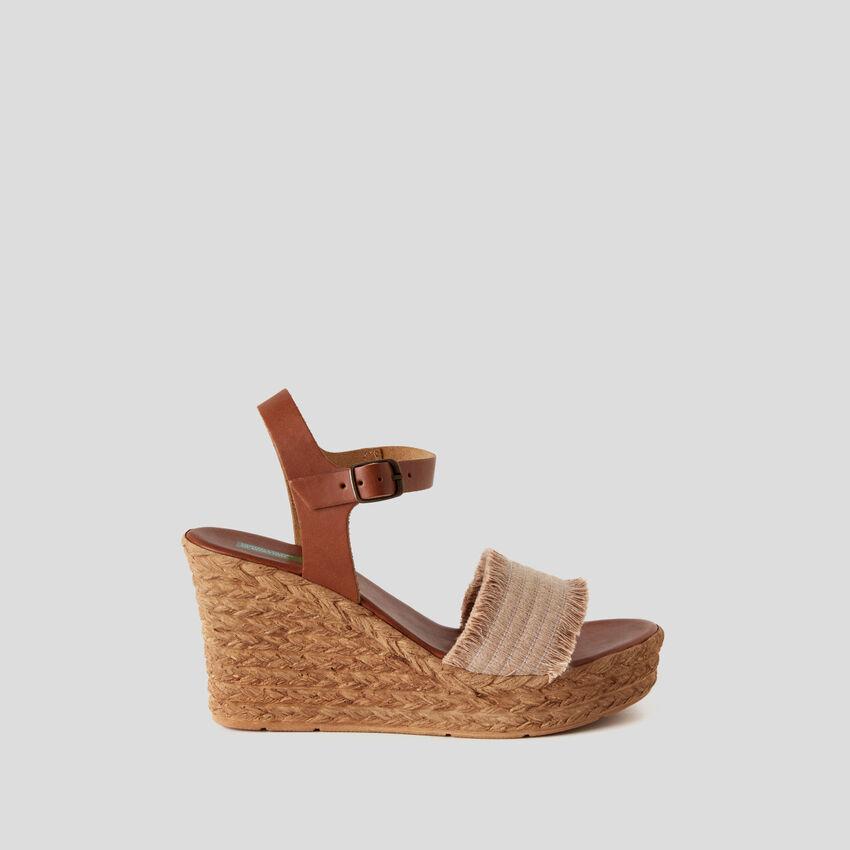 Sandalen mit Keilabsatz in Kordel-Effekt