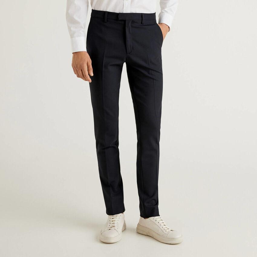 Slim-Fit-Hose aus luftigem Wollstoff