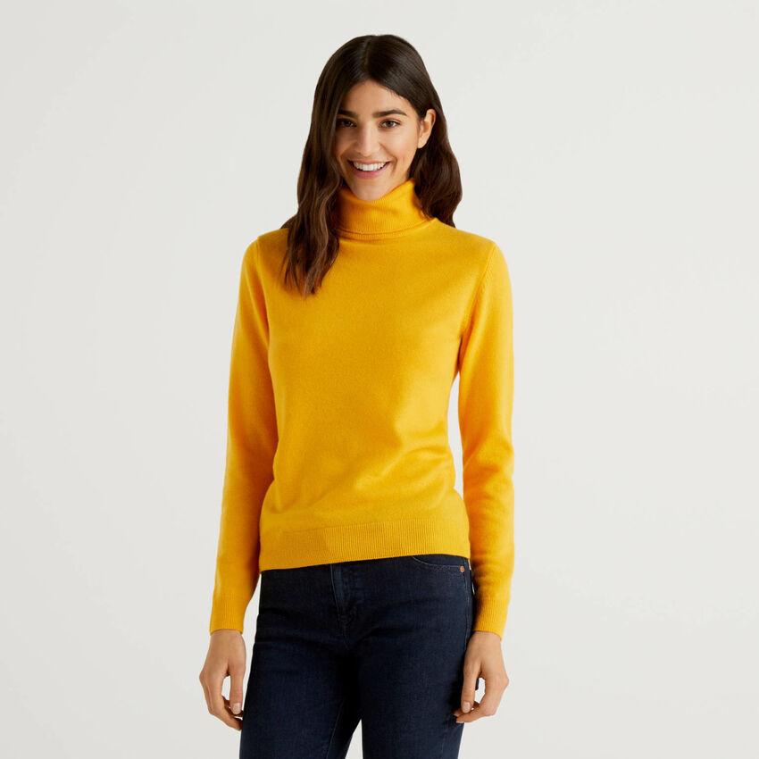 Gelber Rollkragenpullover aus reiner Schurwolle