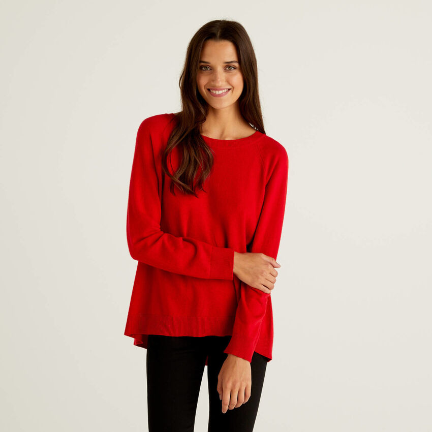 Rosafarbener Pullover mit Falte am Rücken