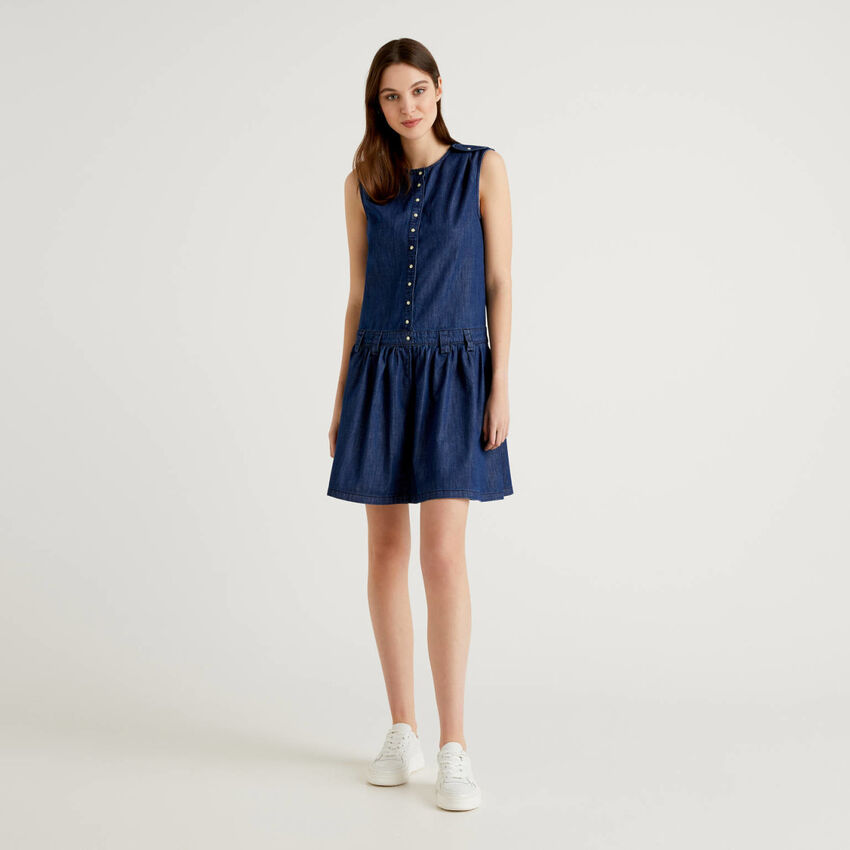 Ärmelloses Kleid aus leichtem Jeans