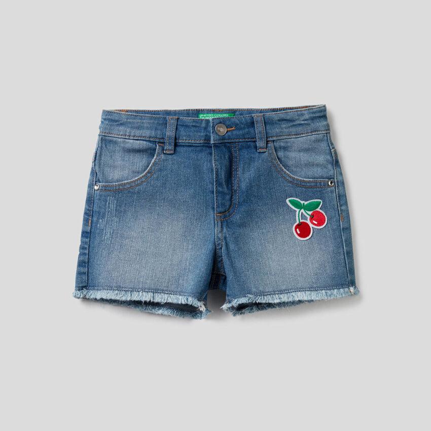 Jeansshorts mit Aufnäher