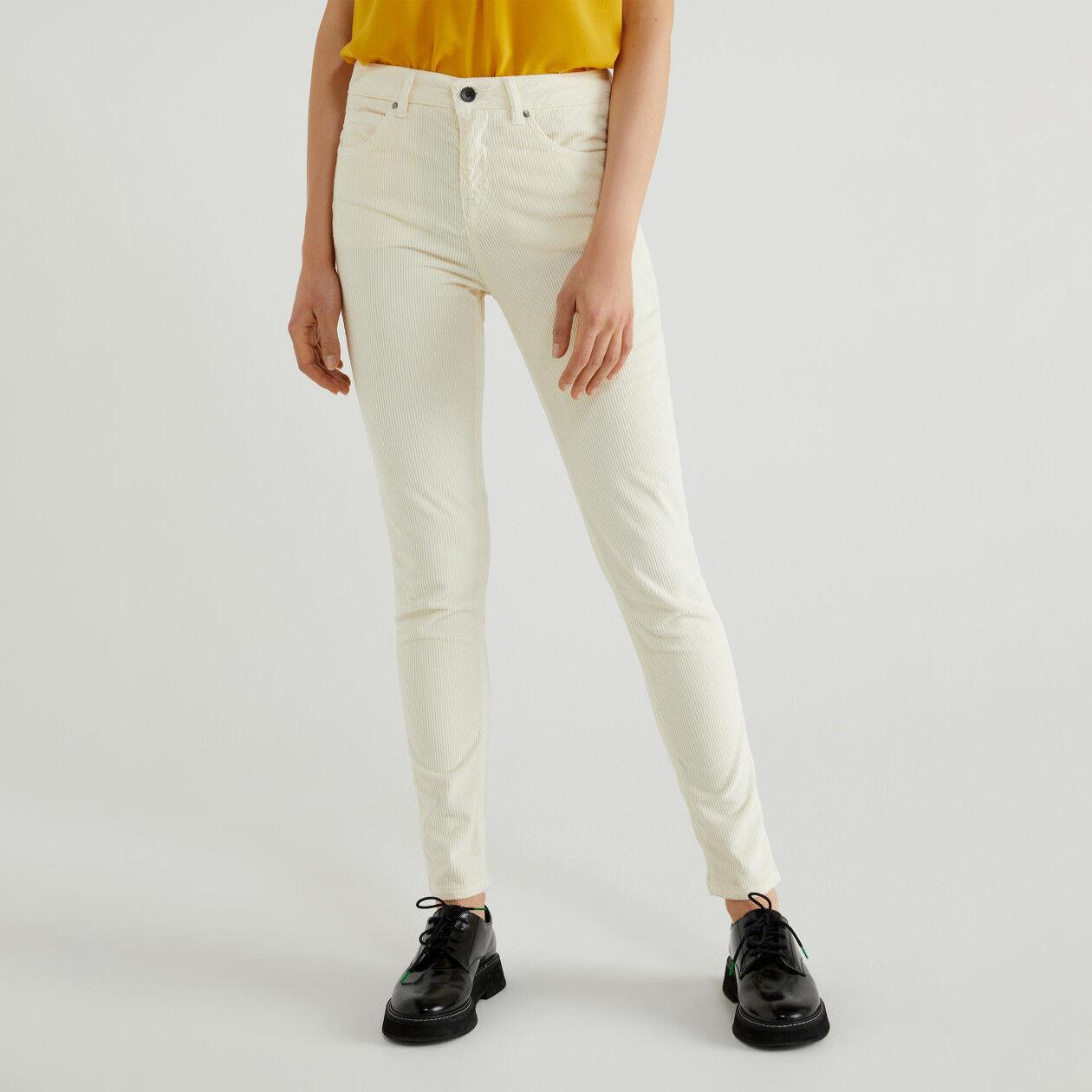Skinny-Fit Hose aus Cordstoff