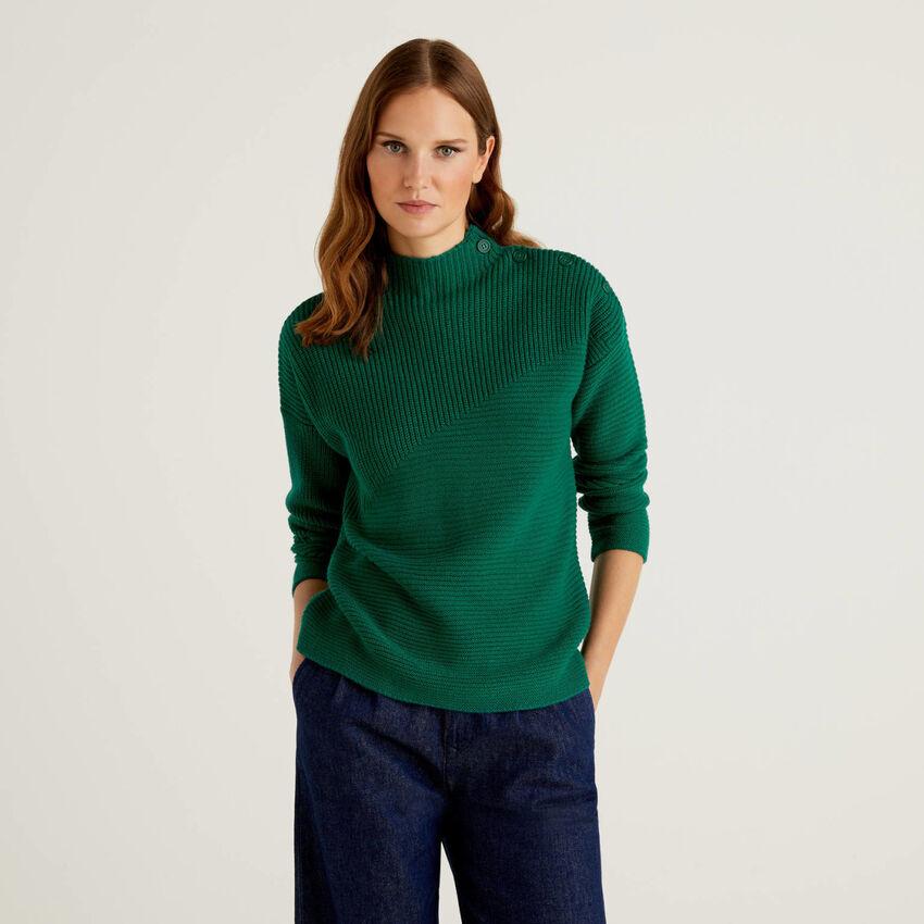 Pullover in einer Wollmischung mit Knöpfen