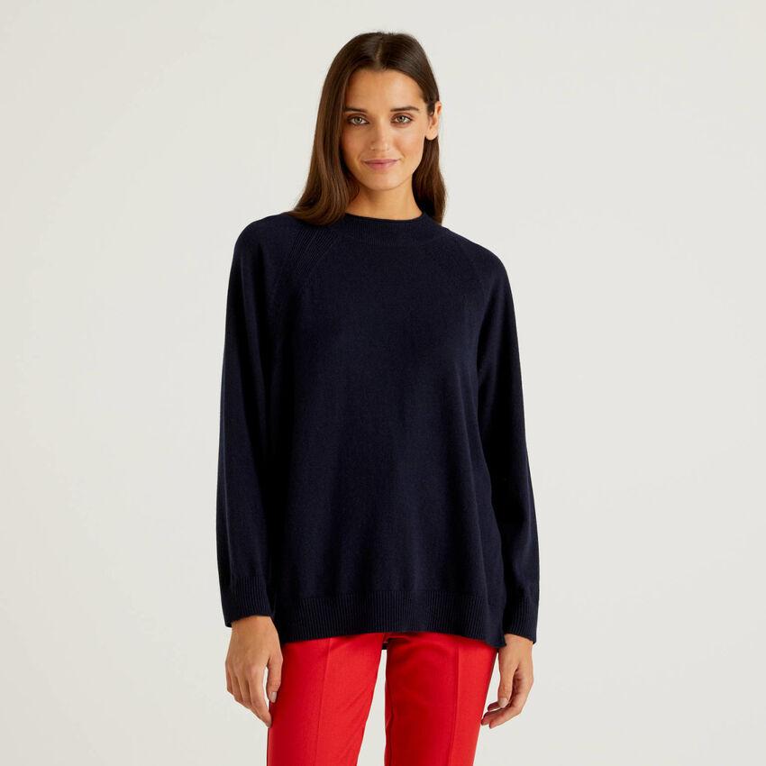 Dunkelblauer Pullover in einer Mischung aus Wolle und Cashmere