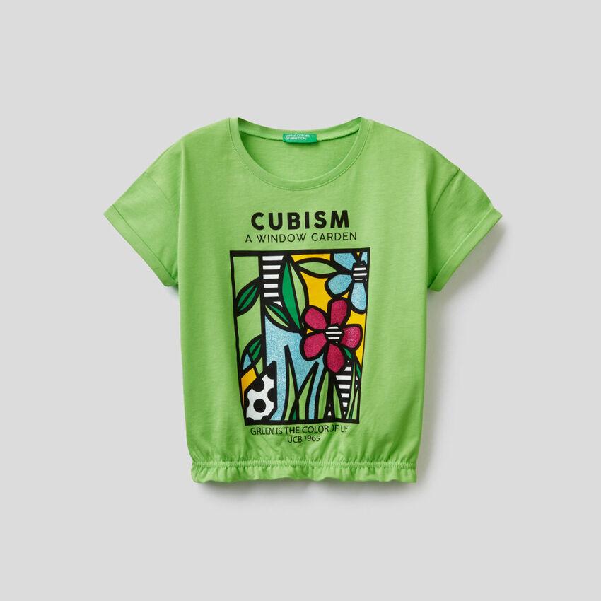 T-Shirt mit Print und elastischem Saum unten