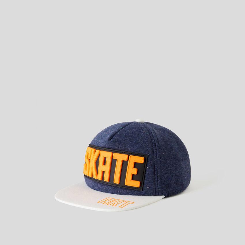 Mütze im Skater-Stil
