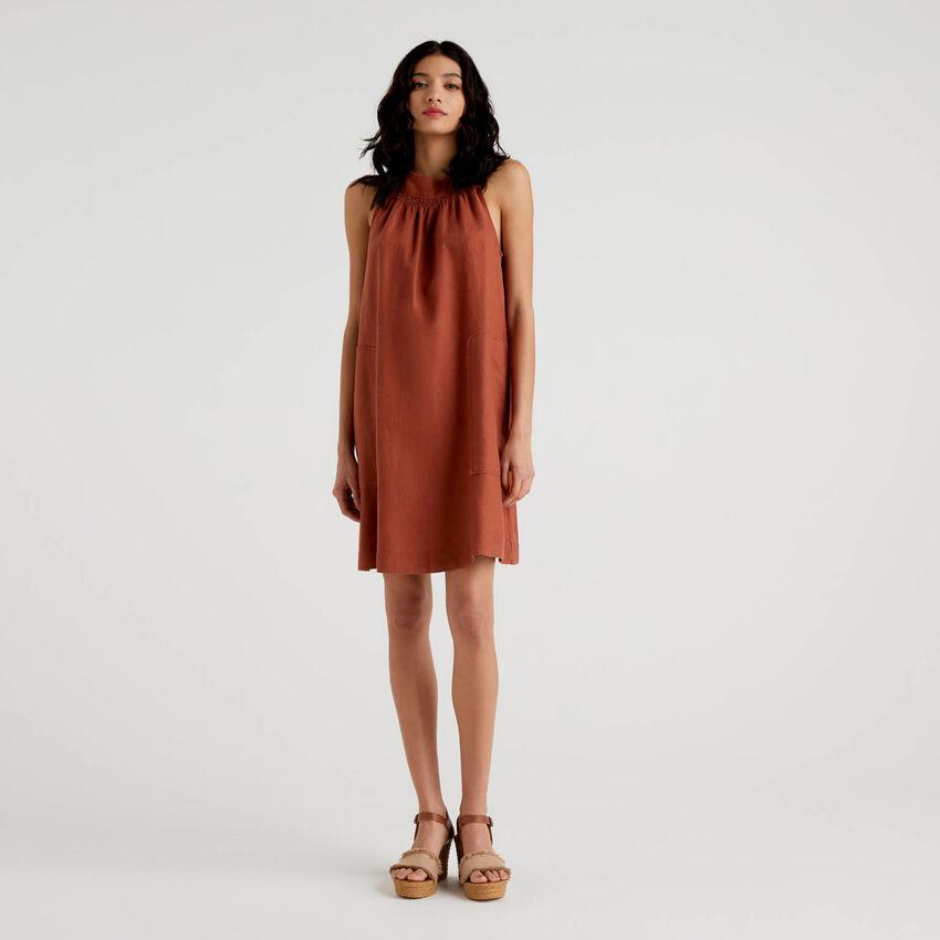 Ärmelloses Kleid aus 100% Leinen