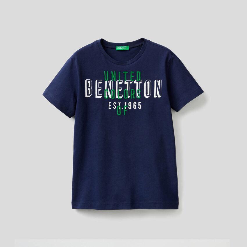 T-Shirt aus 100% Baumwolle mit aufgesticktem Logo