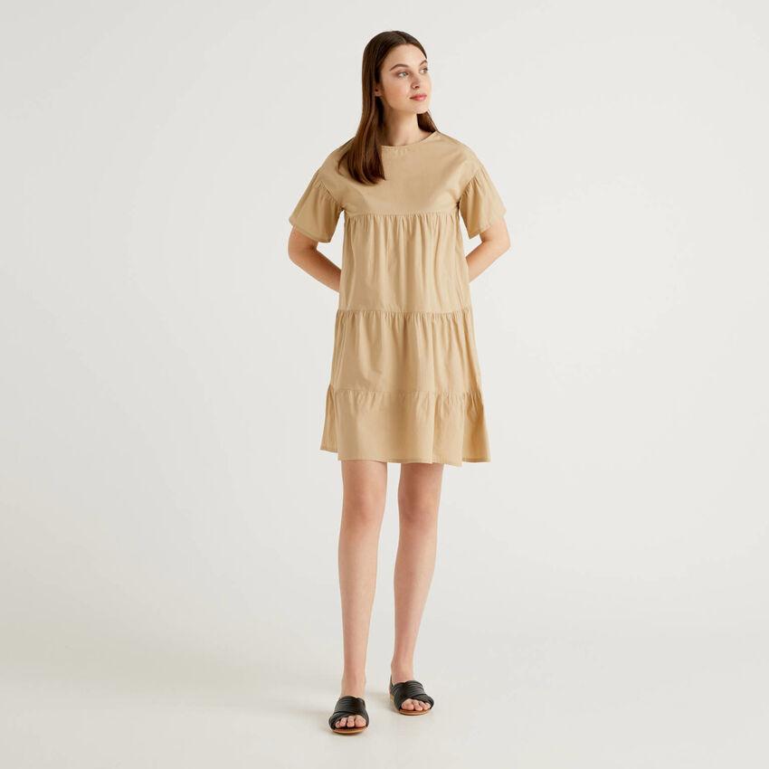 Weites Kleid aus 100% Baumwolle mit Rüschen